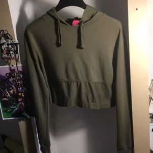 🎃 3 for 20% off order ~ Army green cropped hoodie